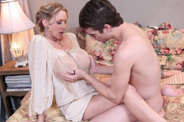Julia Ann Sex With Exgirlfrienfd Mom FullHD 1080p